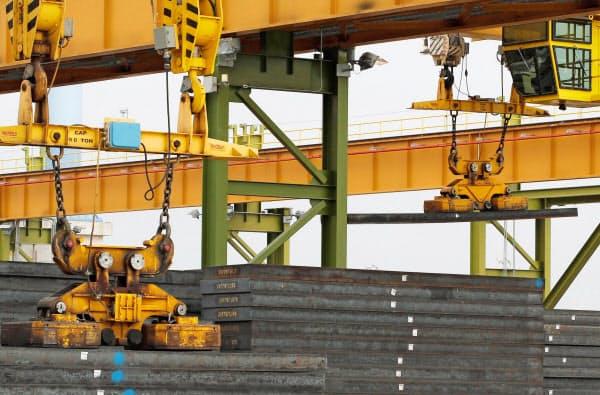 米製造業の活動は弱まっている(アラバマ州の製鉄工場)=ロイター