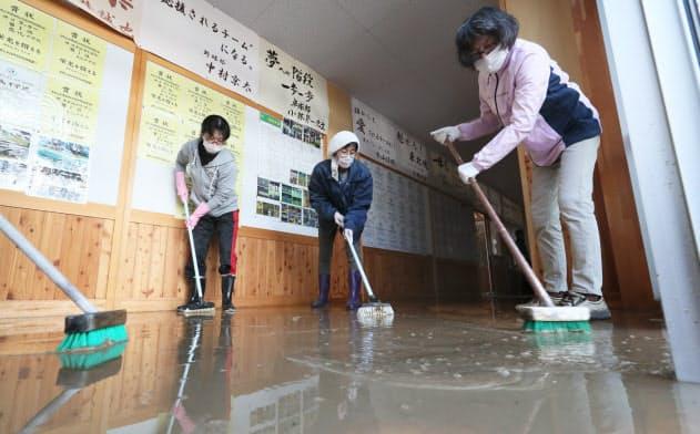 学校浸水、見えない授業再開 子どものケアも課題に