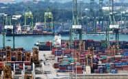 シンガポールの輸出は7カ月連続の減少に(写真はシンガポール港)