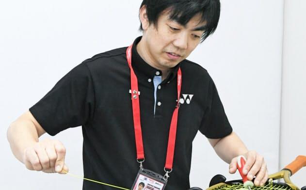 ヨネックスのストリンギングチームの玉川裕康さん