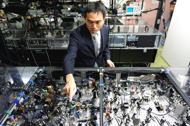 開発した試作機は、どこでも使える大規模な量子コンピューターの実現につながる可能性がある。