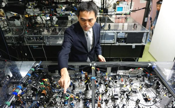 開発した試作機は、どこでも使える大規模な量子コンピューターの実現につながる可能性がある