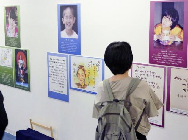 いじめを苦に亡くなった子どもの言葉や遺族の思いを伝える展示会=8月、東京都港区