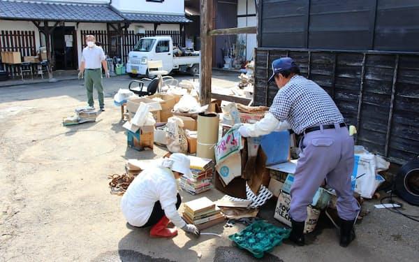 塚田歴史伝説館は舞台劇に使うロボットが浸水するなど大きな被害を受けた(17日、栃木市)