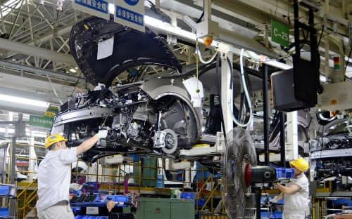 日産自動車の大連工場の製造現場(中国遼寧省大連市)=共同
