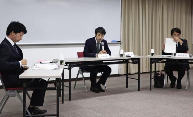 神戸市立東須磨小の教諭いじめ問題で市教委が設置した調査委員会の初会合(18日午前、同市)=共同