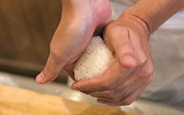 コメの炊き具合。具とのりとのバランス。握り方と食感の関係。シンプルなように見えて奥深い