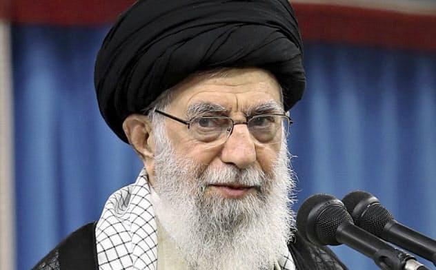 10月2日、イラン革命防衛隊との会議に姿をみせた最高指導者ハメネイ師(同師のウェブサイトより)=AP