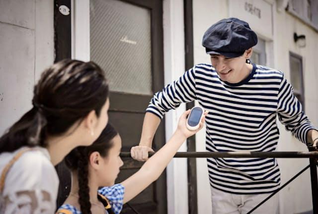 手のひらサイズの音声翻訳機は海外旅行や外国人とのビジネスの心強い味方
