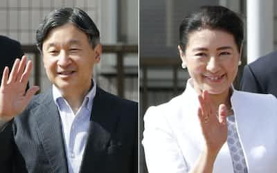 「新潟ふれ愛プラザ」に到着した天皇、皇后両陛下(9月、新潟市)