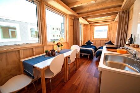 JR北海道が12月に札幌市の琴似駅近くに開業する無人型宿泊施設「ジェイアール モバイル イン」の内装イメージ