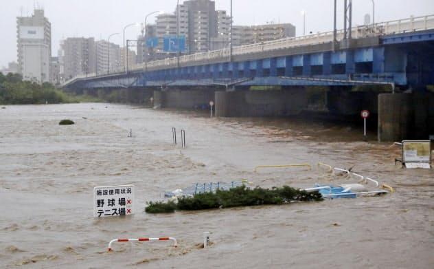 企業も気象リスクの精緻な予測や推計がこれまで以上に求められるようになっている(台風19号で増水した多摩川)