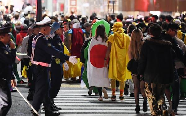 ハロウィーンでは東京・渋谷に大勢の若者が集まる(2018年10月末)