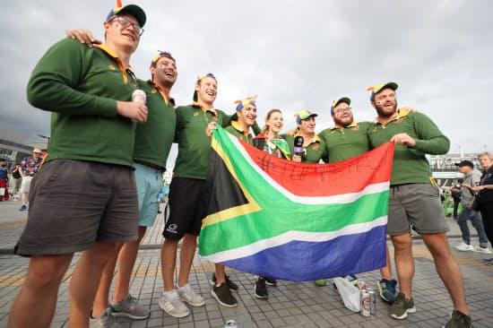 試合開始前、盛り上がる南アフリカのファン