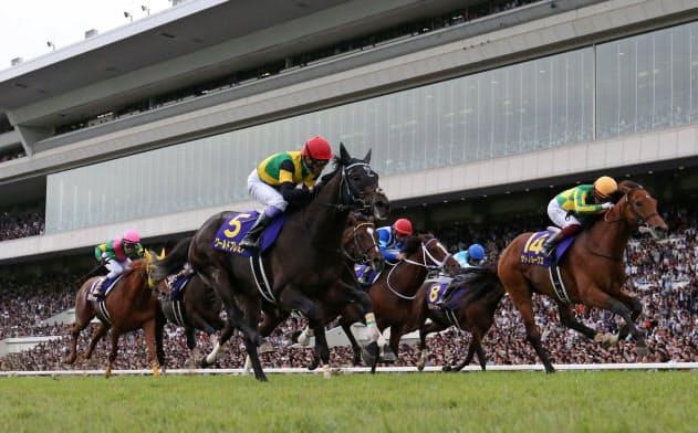 第80回菊花賞で優勝したワールドプレミア=5(20日、京都競馬場)=共同