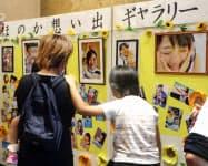 「愛の葉Girls」の元メンバー大本萌景さんを送る会で展示された写真(20日午後、愛媛県東温市)=共同