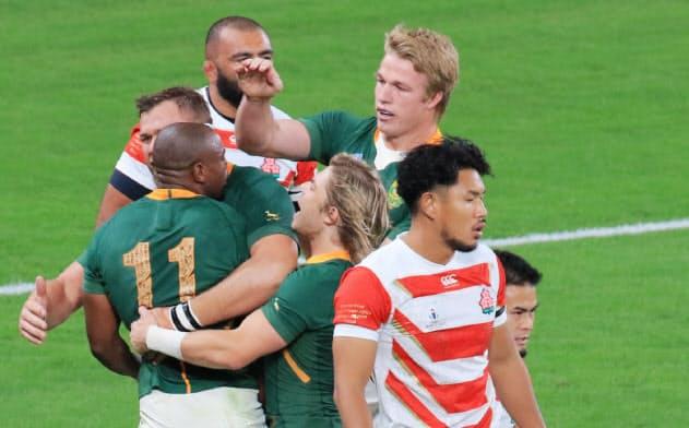 日本、南アフリカに敗れる ラグビーW杯4強ならず