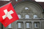 スイス総選挙では右派「国民党」が第1党の座を維持した=ロイター