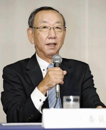 「沢村賞」の選考委員会を終え、該当者がいないことを発表する堀内恒夫選考委員長(21日、東京都内のホテル)=共同