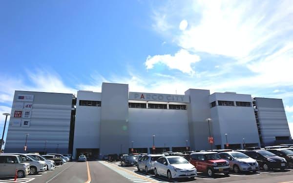 サンエーは6月に開業した大型商業施設の出店費用が重荷となった(沖縄県浦添市)