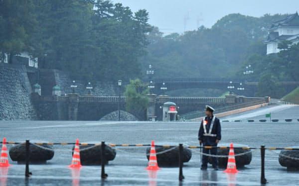 「即位礼正殿の儀」の朝を迎えた皇居・二重橋(22日午前5時57分)