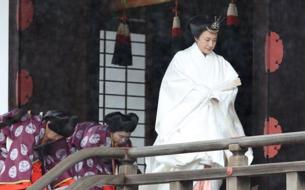 「即位礼当日賢所大前の儀」を終えた皇后さま(22日午前9時48分、皇居・賢所)=代表撮影