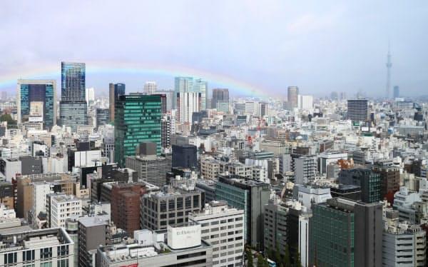 即位礼正殿の儀を前に都内の空にうっすらとかかった虹(22日午後0時58分、東京・大手町より)