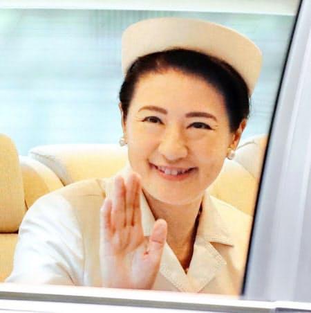 即位礼正殿の儀を終え、赤坂御所に戻る皇后さま(22日午後、東京都港区)=共同
