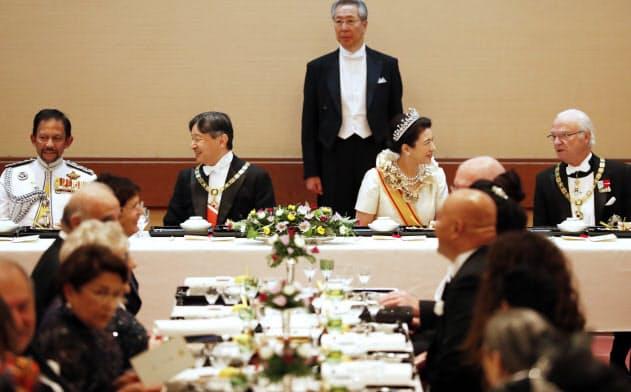 「饗宴の儀」夜までお祝い 海外賓客400人もてなし