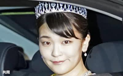 祝宴「饗宴の儀」のため皇居に入る秋篠宮家の長女眞子さま(22日午後6時45分)=共同