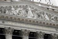 米主要企業の7~9月の決算発表がヤマ場を迎えている(ニューヨーク証券取引所)=AP