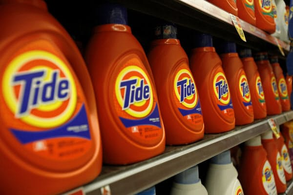 消費財メーカーの幹部も最近「アジャイル」という言葉をよく使う(写真はP&Gの洗剤「タイド」)=ロイター
