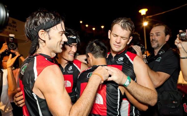 国籍が異なる者同士で2位完走し、感動の涙(2011年、香港でのレース)