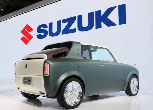東京モーターショーで発表されたスズキのプラグインハイブリッド車「WAKUスポ」(23日、東京都江東区)