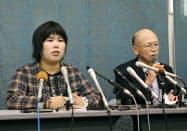 記者会見する西山美香さん(左)と井戸謙一弁護団長(23日午前、大津市)=共同