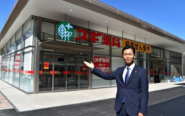 杉浦克典社長とスギ薬局の名古屋大学病院店(22日午前、名古屋市)