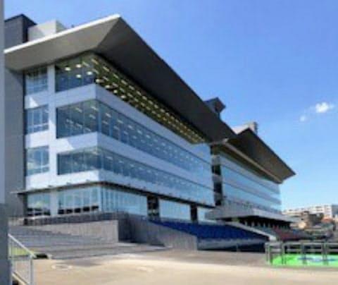 JBC開催を待つ浦和競馬場の新スタンド