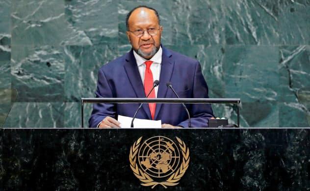 9月、国連総会で演説するバヌアツのサルワイ首相=ロイター