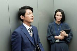 「ハル~総合商社の女~」第2話。左から藤木直人、中谷美紀。(C)テレビ東京