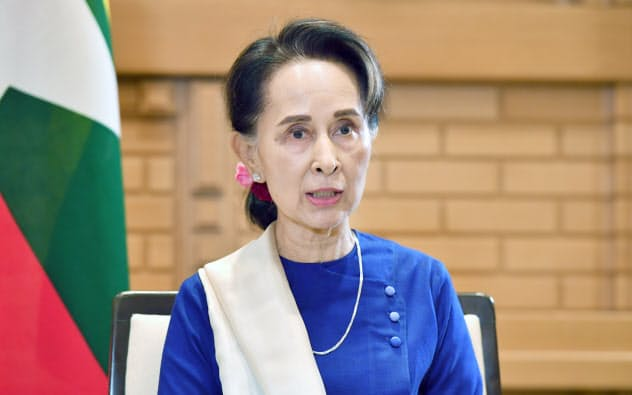 スー・チー氏単独会見、議会軍人枠廃止「20年選挙後」