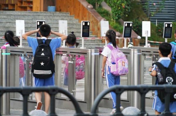 中国では顔認証の利用が広がる(深圳の小学校)