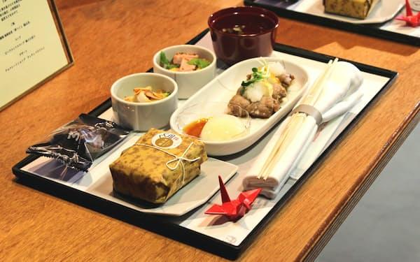 日本航空は福岡県のPRで、特別メニューの機内食を提供する