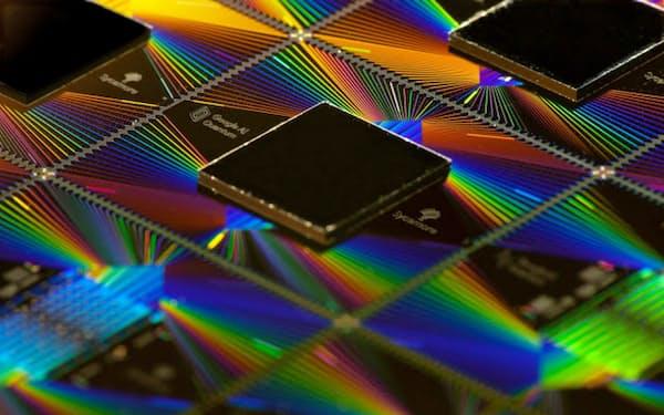 米グーグルが開発した量子コンピューター用のチップ「シカモア」=同社提供
