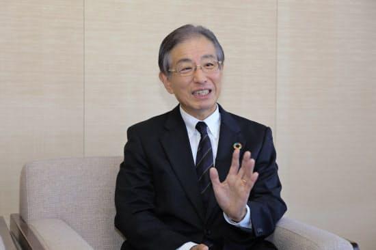 日本経済新聞社のインタビューに応じたりそな銀行の小坂肇副社長