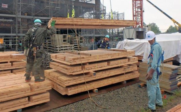 「CLT」は工場で製造するため建設現場での作業の手間を省ける