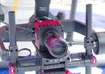 ドローンに搭載した4Kカメラで山岳遭難現場を撮影する