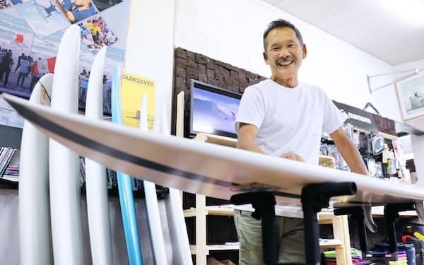 サーフショップを経営する加藤さんは渡米して国際連盟の幹部らに熱意を伝えた