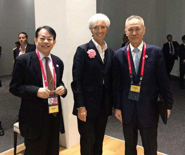 2019年6月の大阪でのG20サミットで、ラガルドIMF専務理事(当時・中央、現在は欧州中央銀行総裁)、劉鶴・中国副首相(右)と