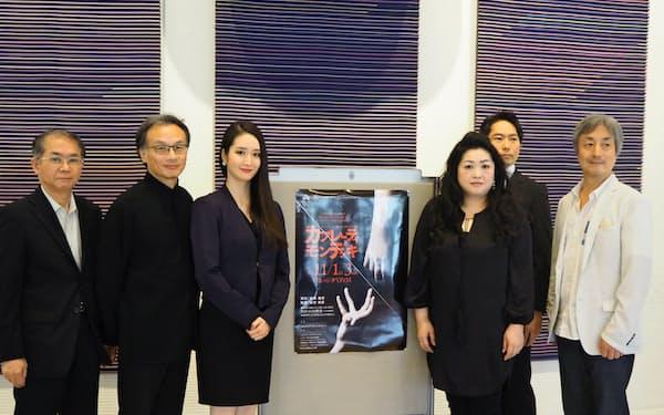 「カプレーティとモンテッキ」の出演・演出陣。中央右が橘知加子、中央左が林佑子。右端が岩田達宗。