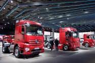 ハノーバー商用車ショーで展示されるダイムラーのトラック